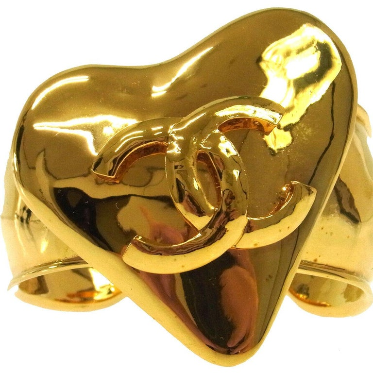 Chanel Large Wide Gold Heart Charm Cuff Bracelet in Box In Good Condition For Sale In Chicago, IL
