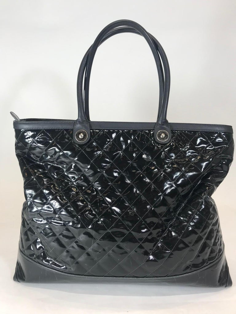 Black Chanel Leather-Trimmed Quilted Tote For Sale