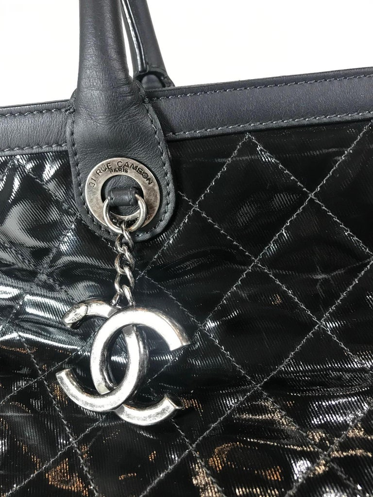 Women's or Men's Chanel Leather-Trimmed Quilted Tote For Sale