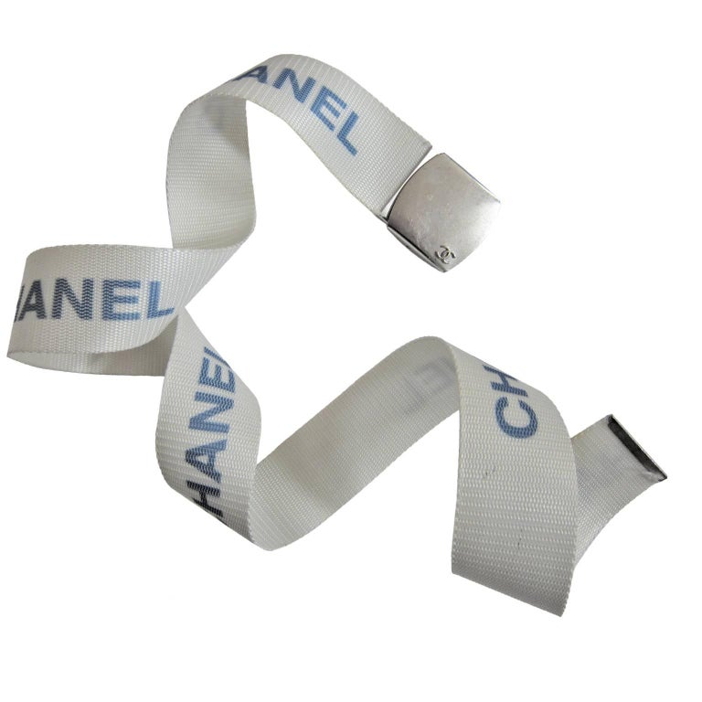 Chanel Logo Military White Belt 1990s  In Good Condition For Sale In Berlin, DE