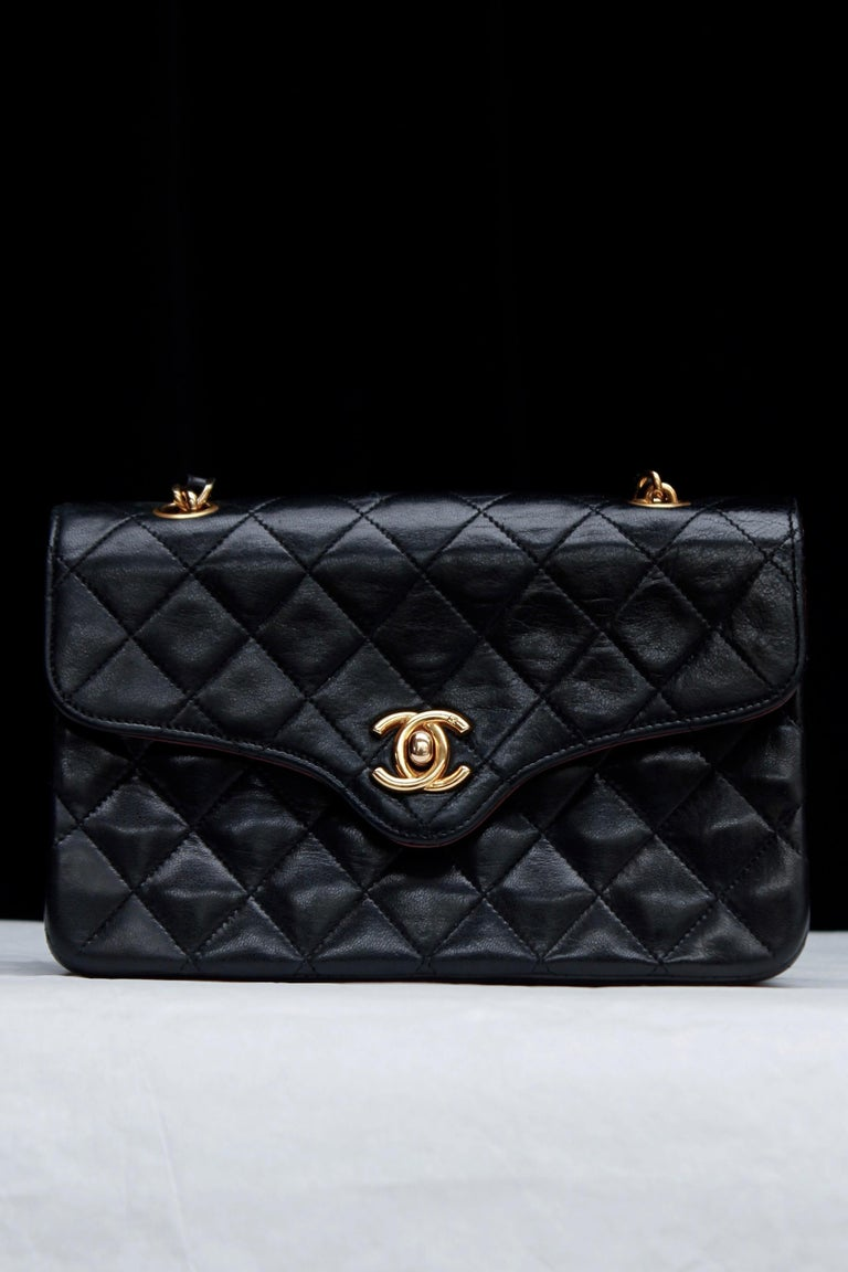 Black Chanel lovely black leather evening bag, 1990's For Sale