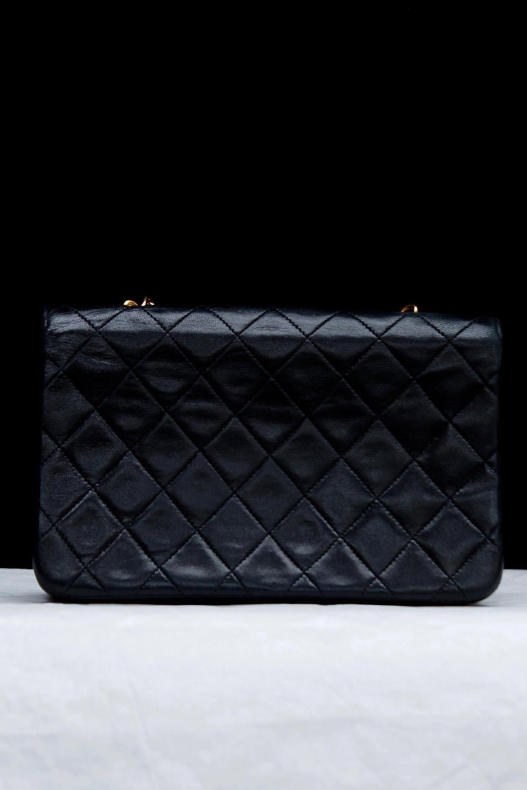 Women's Chanel lovely black leather evening bag, 1990's For Sale