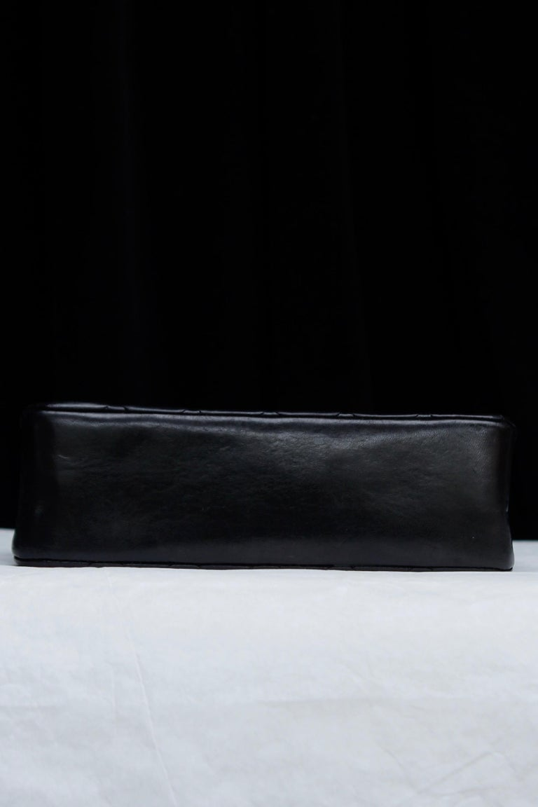 Chanel lovely black leather evening bag, 1990's For Sale 2