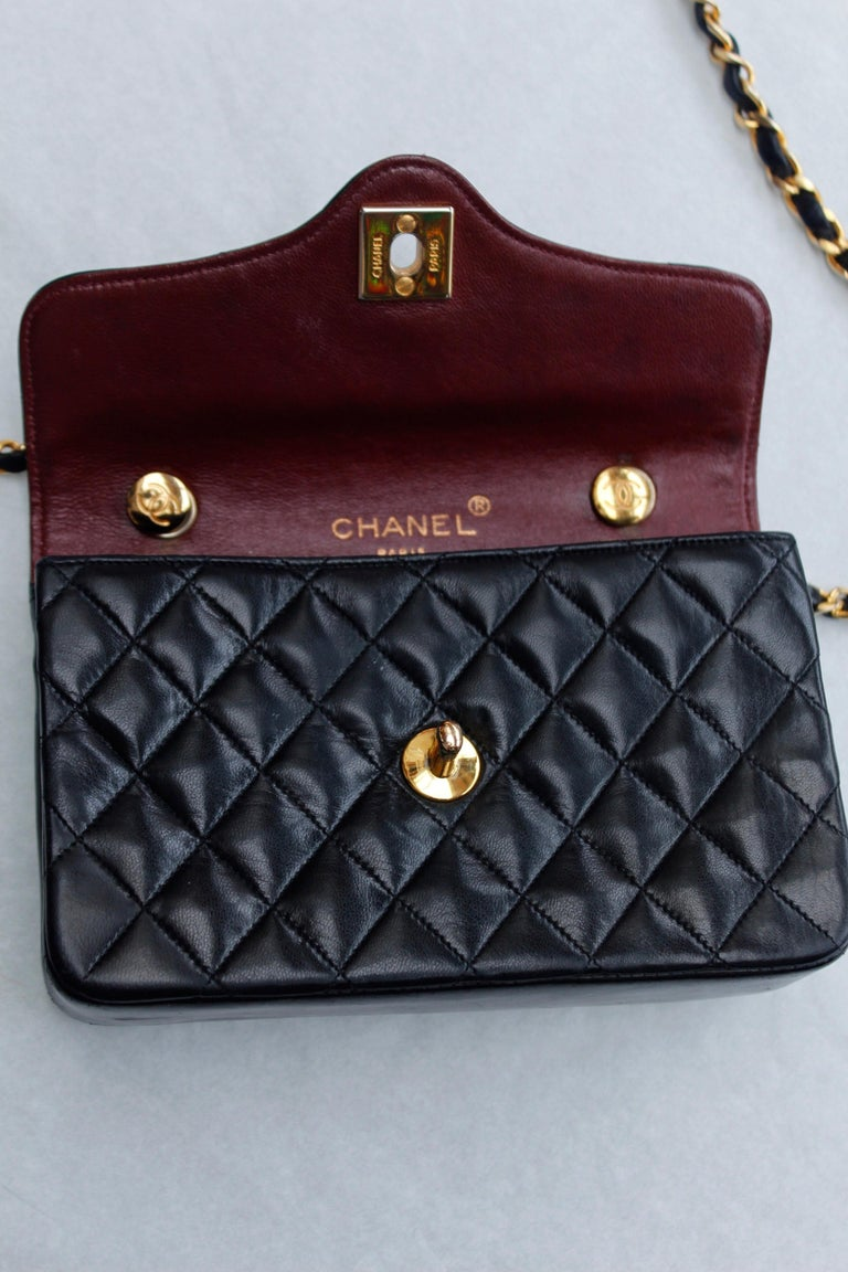 Chanel lovely black leather evening bag, 1990's For Sale 3