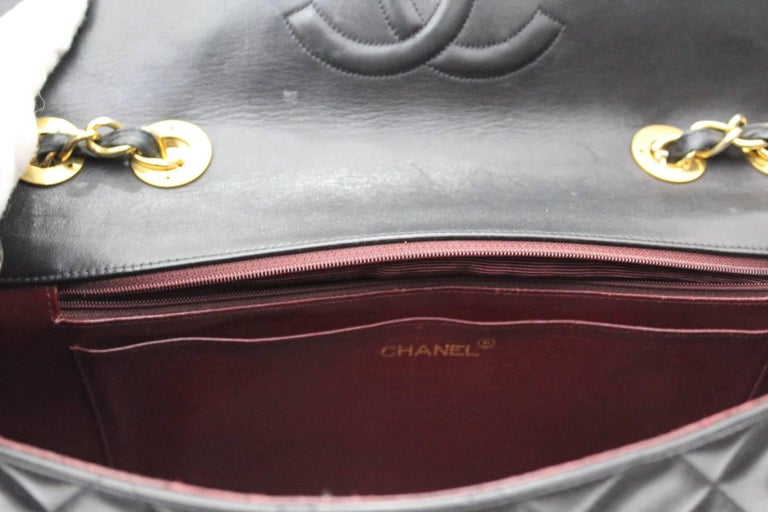 Chanel Maxi Jumbo Single Flap Gold Hardware Black Lambskin  In Good Condition For Sale In Torre Del Greco, IT