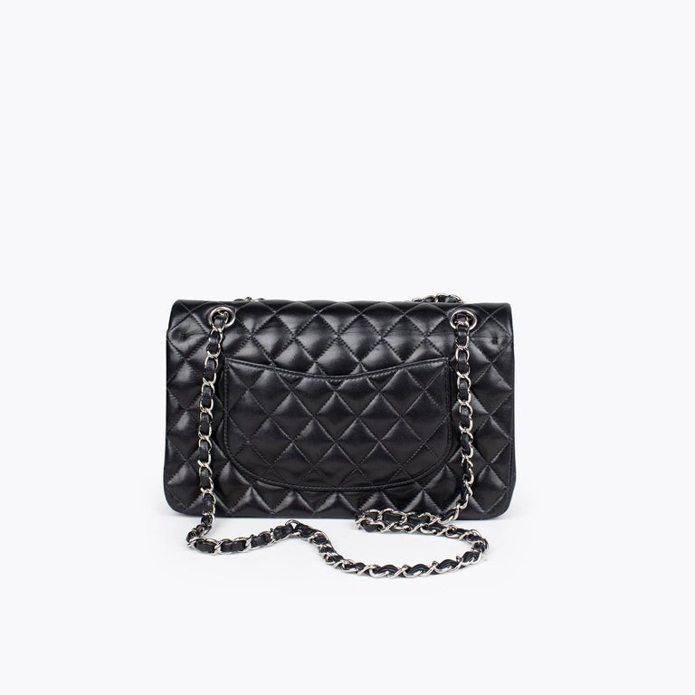 Chanel Medium Classic Double Flap Bag In Excellent Condition In Sundbyberg, SE
