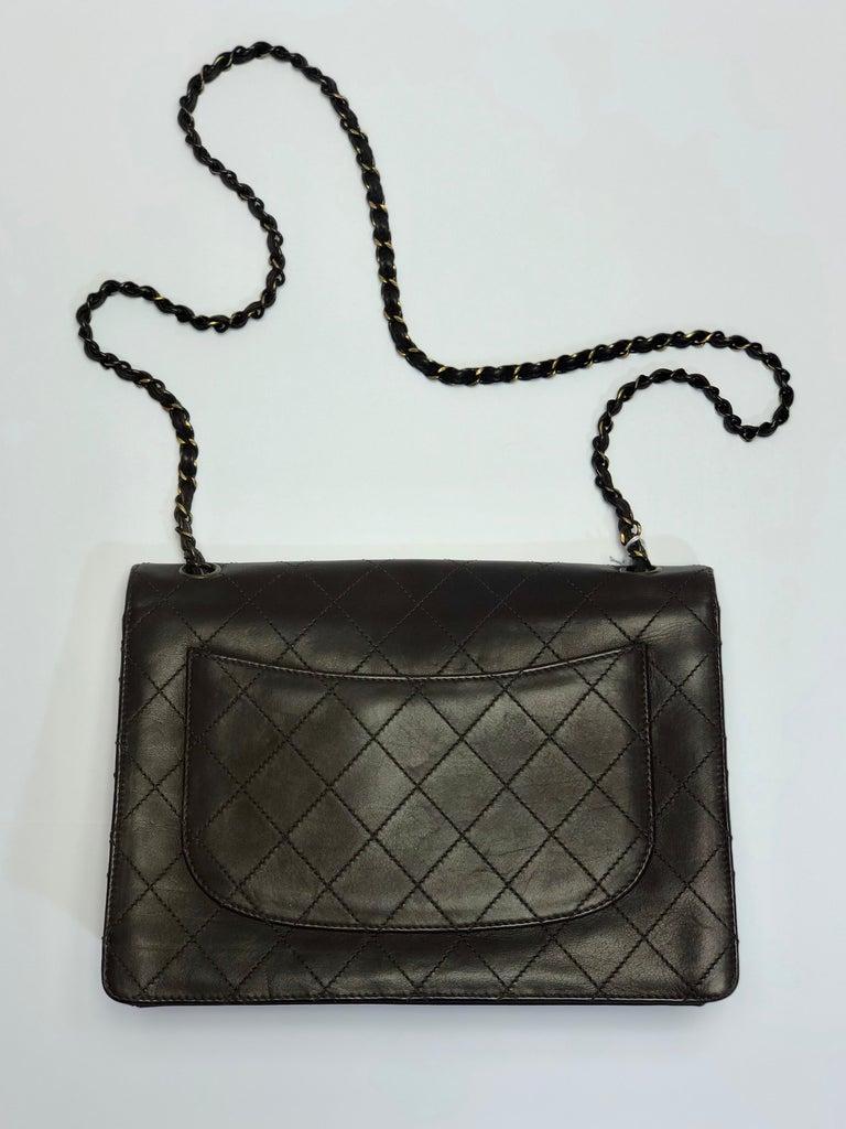 Black  Chanel Medium Classic Flap Shoulder Bag For Sale