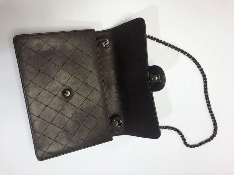Women's  Chanel Medium Classic Flap Shoulder Bag For Sale