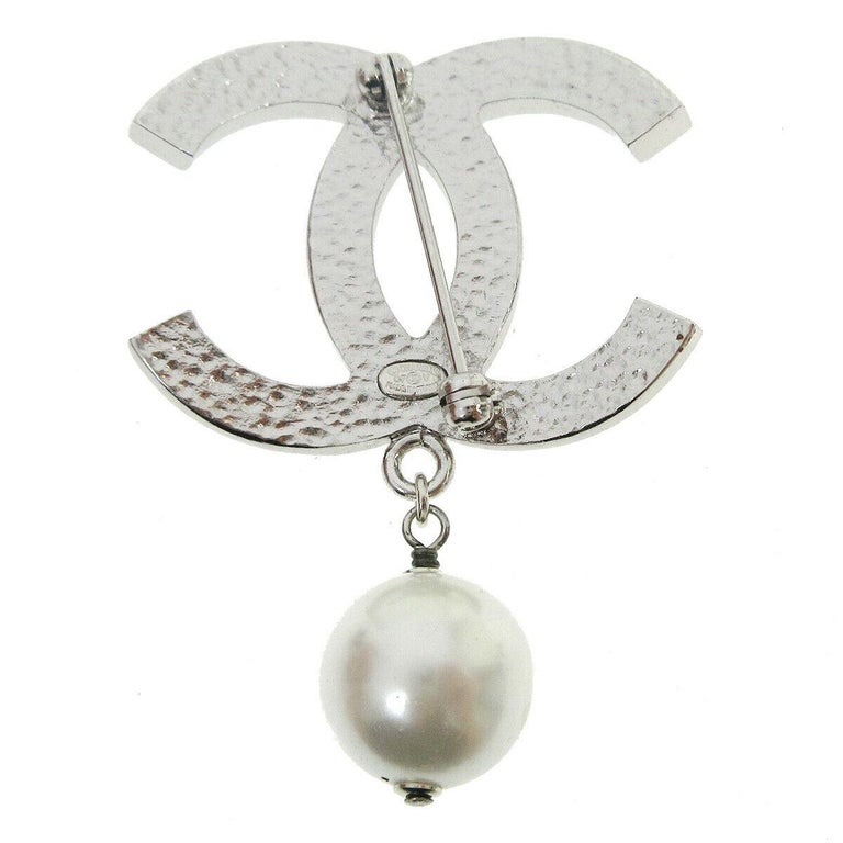 Chanel Metal Silver CC Charm Pearl Chain Pin Lapel Brooch In Good Condition For Sale In Chicago, IL