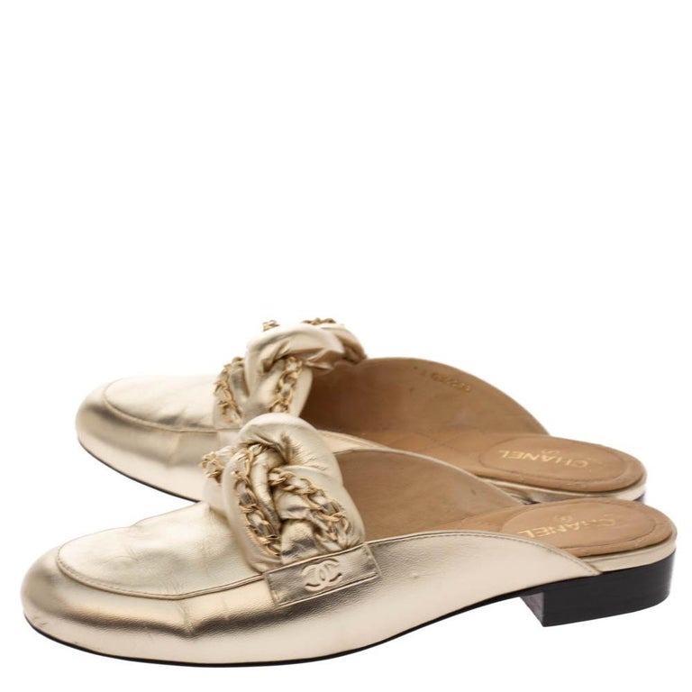Women's Chanel Metallic Gold Leather Chain Detail CC Flat Mules Size 39 For Sale