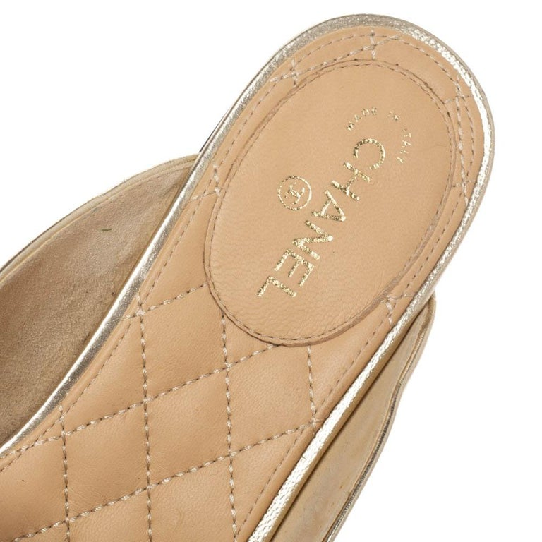 Chanel Metallic Gold Leather Chain Detail CC Flat Mules Size 39 For Sale 1