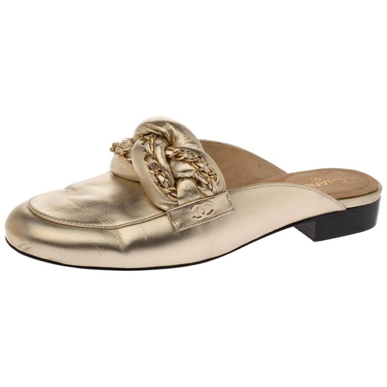Chanel Metallic Gold Leather Chain Detail CC Flat Mules Size 39 For Sale
