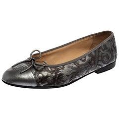 Chanel Metallic Grey Leather Bow Ballet Flats Size 38.5