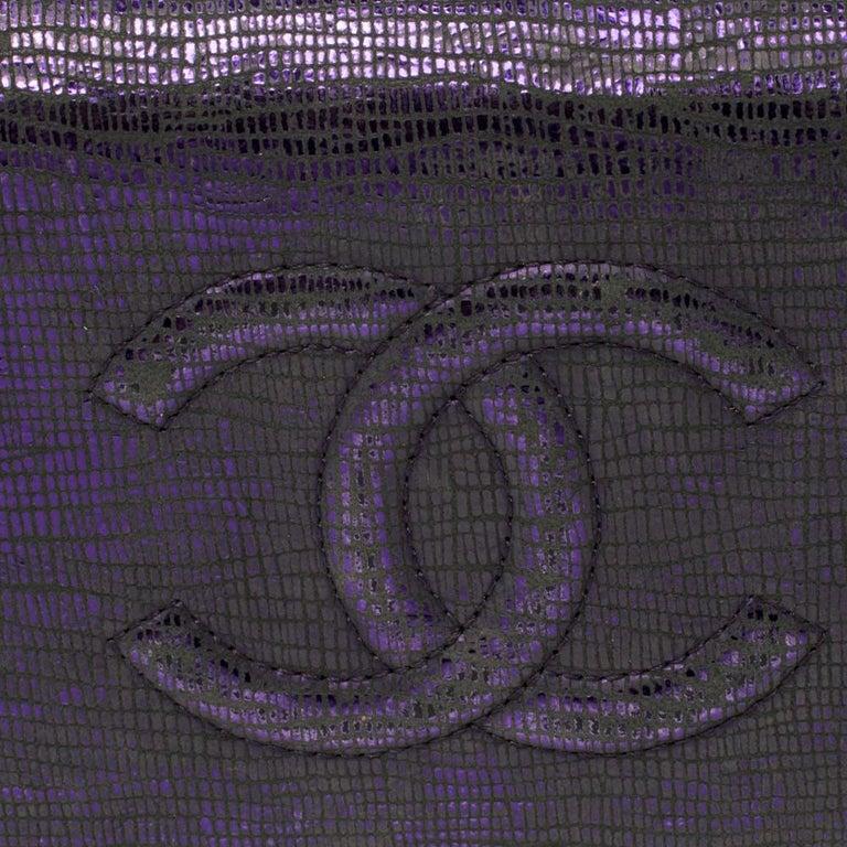 Chanel Metallic Purple Leather CC Bifold Wallet In Good Condition For Sale In Dubai, Al Qouz 2
