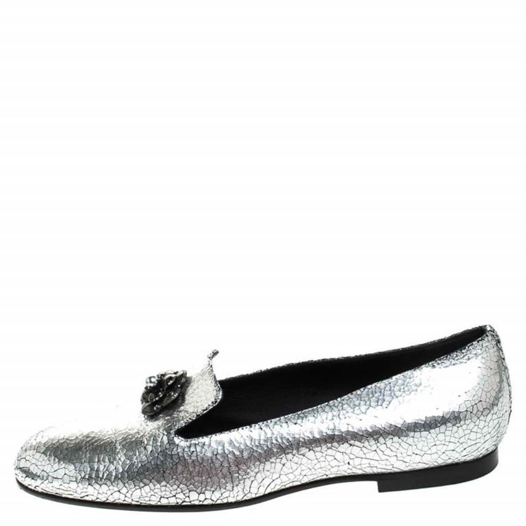 Chanel Metallic Textured Leather Camellia Loafers Size 40 For Sale 1