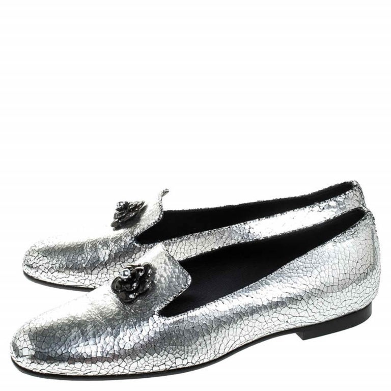 Chanel Metallic Textured Leather Camellia Loafers Size 40 For Sale 3