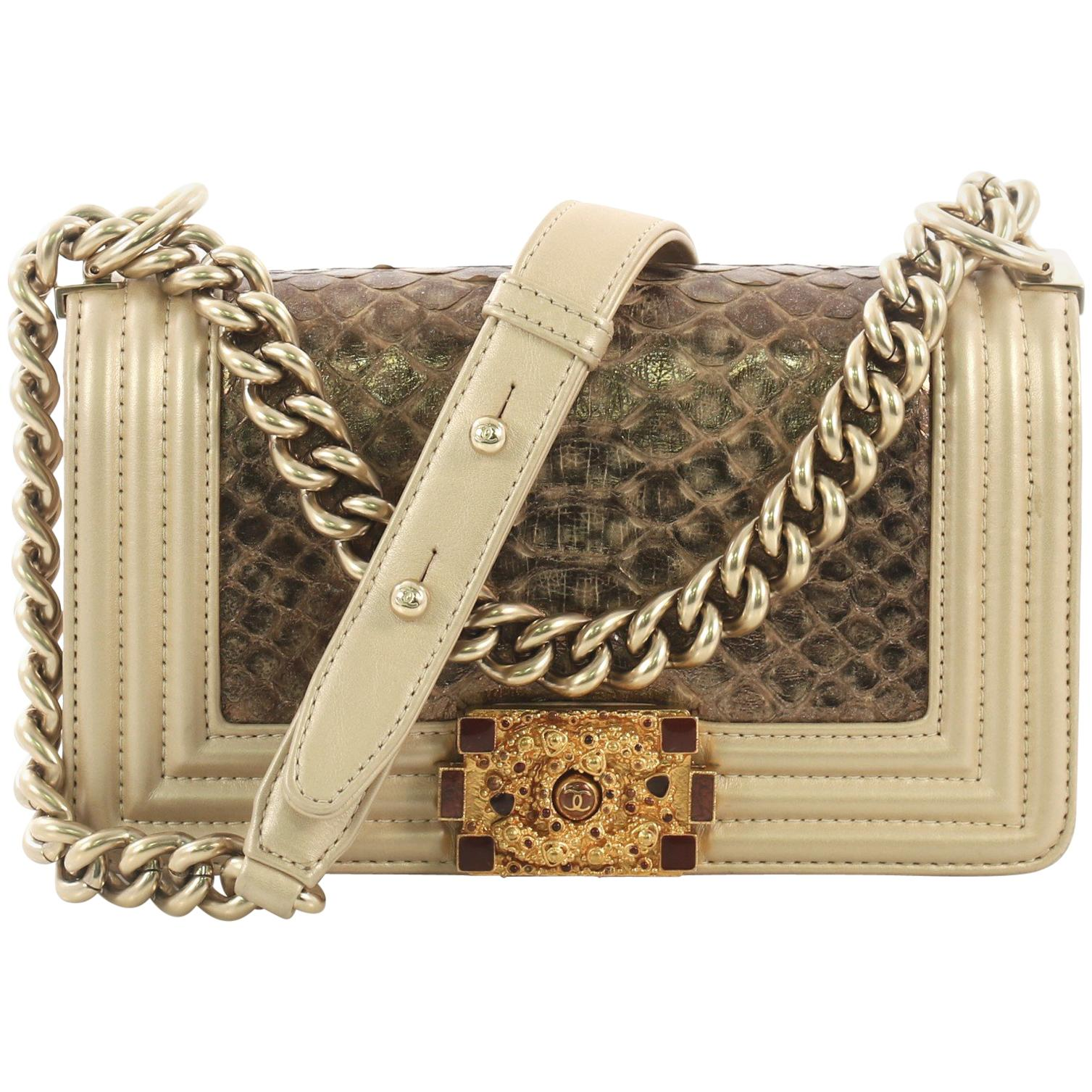 cb2a59f826a8 Vintage Chanel Shoulder Bags - 2,007 For Sale at 1stdibs - Page 3