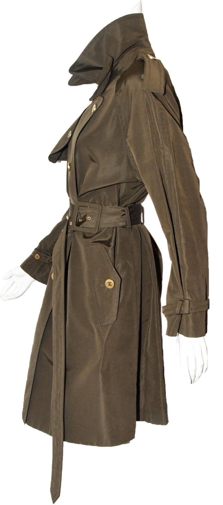 dab113bd0b04 This stunning 100% silk raincoat will make you wish for more rainy days! A
