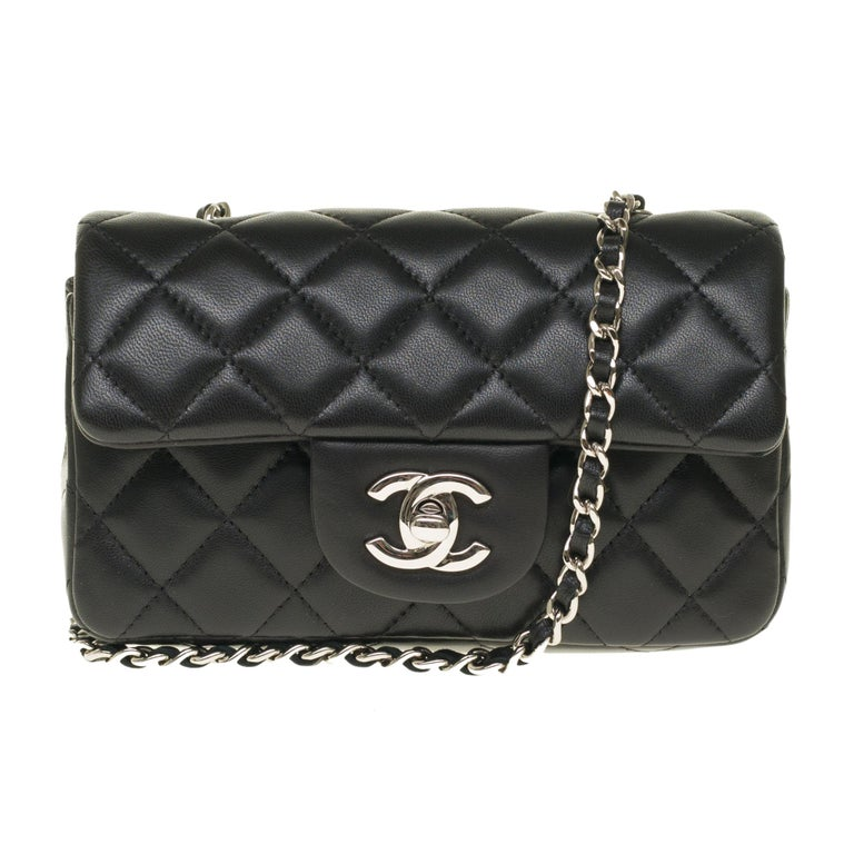 Splendid Handbag Mini Chanel Timeless in black nappa leather, chain handle intertwined with black leather allowing a hand or shoulder or shoulder strap.  Silver metal flap closure. Lining in black leather, one patch pocket. Signature: