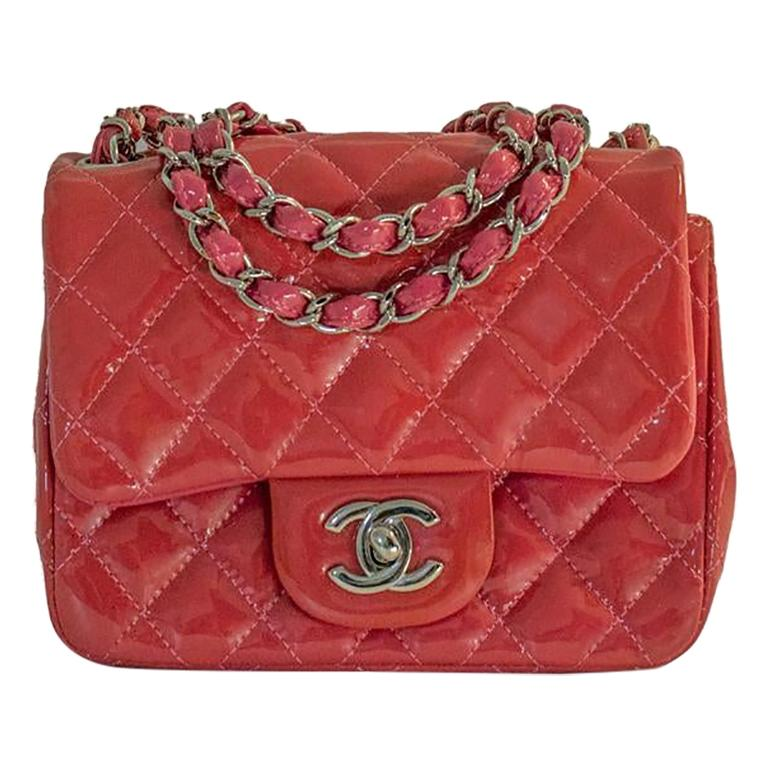 CHANEL Mini timeless Shoulder bag in Pink Patent leather