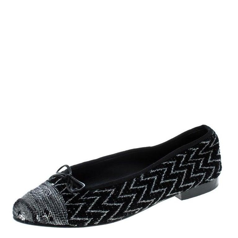 5eecbf84272d6 Chanel Monochrome Tweed Cap Toe CC Bow Ballet Flats Size 38 For Sale ...