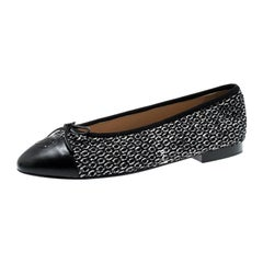 Chanel Monochrome Tweed Fabric And Leather CC Cap Toe Bow Ballet Flats Size 40