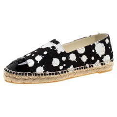 Chanel Monochrome Tweed Fabric And Patent Leather CC Cap Toe Espadrilles Size 39