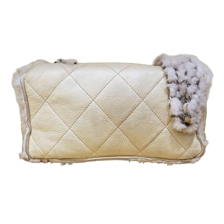 Fantastic and iconic Chanel bag  Year 2004/2005 Mutton Beige/cream color Silver hardware Worked wool sides No card Serial number inside Cm 25 x 15 x 7 (9.8 x 5.9 x 2.75 inches) With dustbag  Worldwide express shipping included in the price !