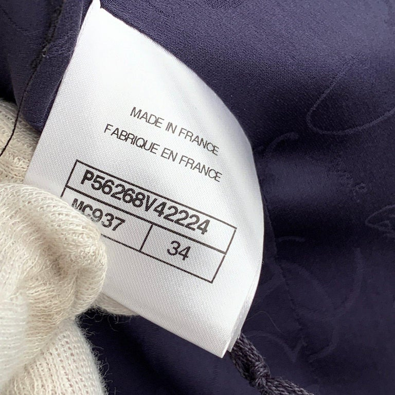 Women's Chanel Navy Blue Bouclé Round Neck Blazer Jacket Size 34 For Sale