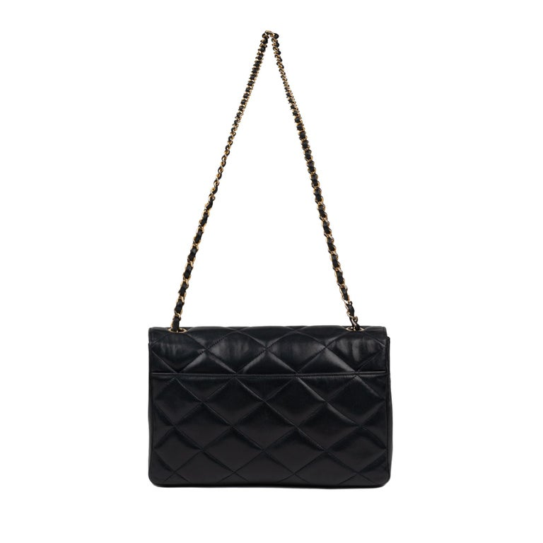 Chanel, Ready to Wear Collection, CIRCA 1985 flap bag, shoulder strap, leather lamb, golden metal. Dimensions: 16 * 26 * 7  Very good vintage condition despite traces of wear on jewelry and leather.