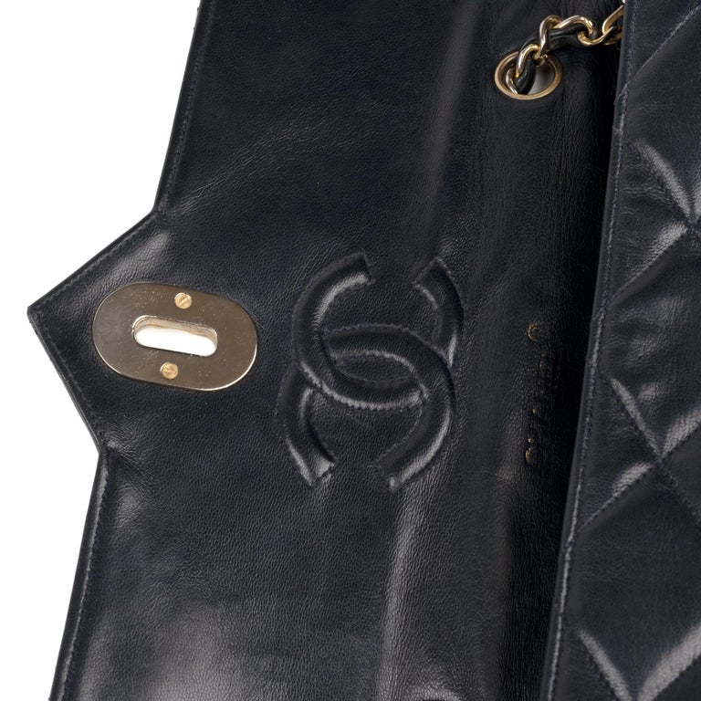 Chanel Navy Lambskin shouldr Bag In Good Condition For Sale In Paris, Paris