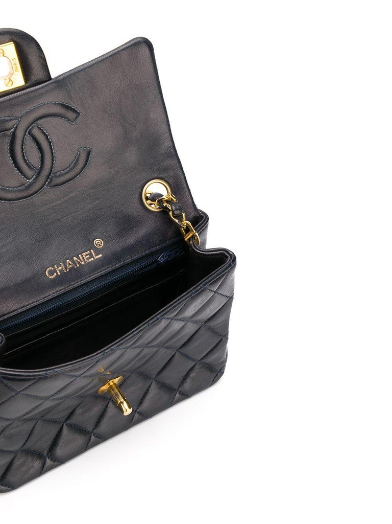 Chanel Navy Leather Crossbody Bag In Excellent Condition For Sale In London, GB