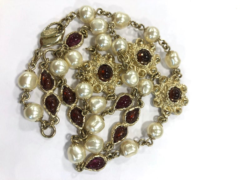Chanel Necklace in Molten Glass and Gilt Metal For Sale 6