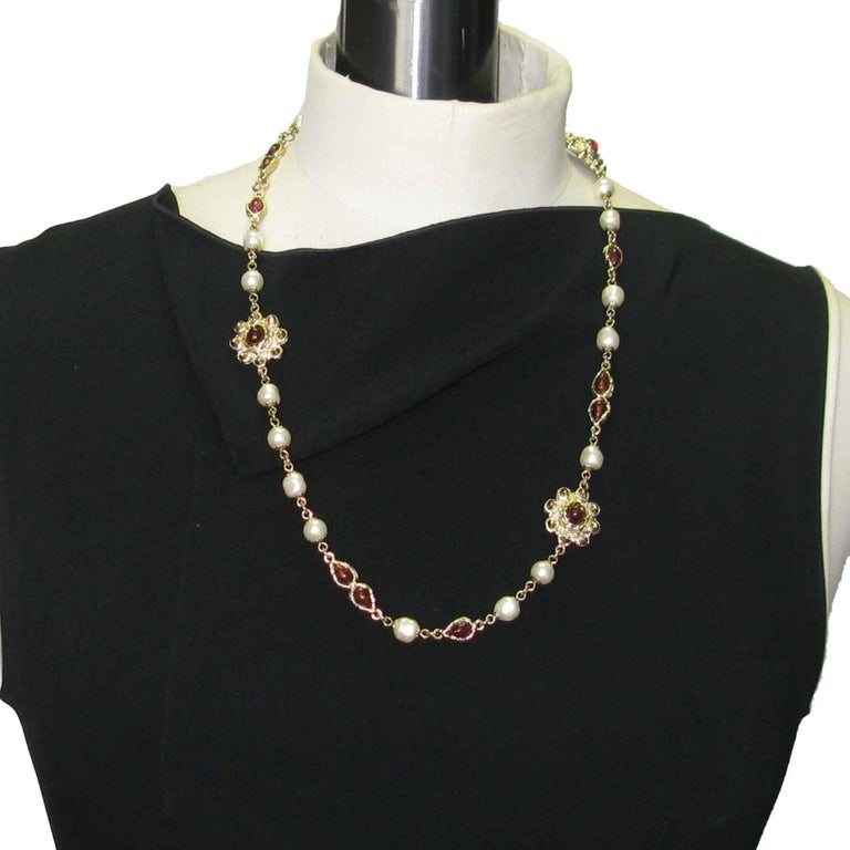 Superb Chanel sautoir in pearl beads, amber (the round pearls) and amethyst molten glass mounted on a metal chain gilded with fine gold.  Fall / Winter 2004 Collection Delivered in a non original Pouch