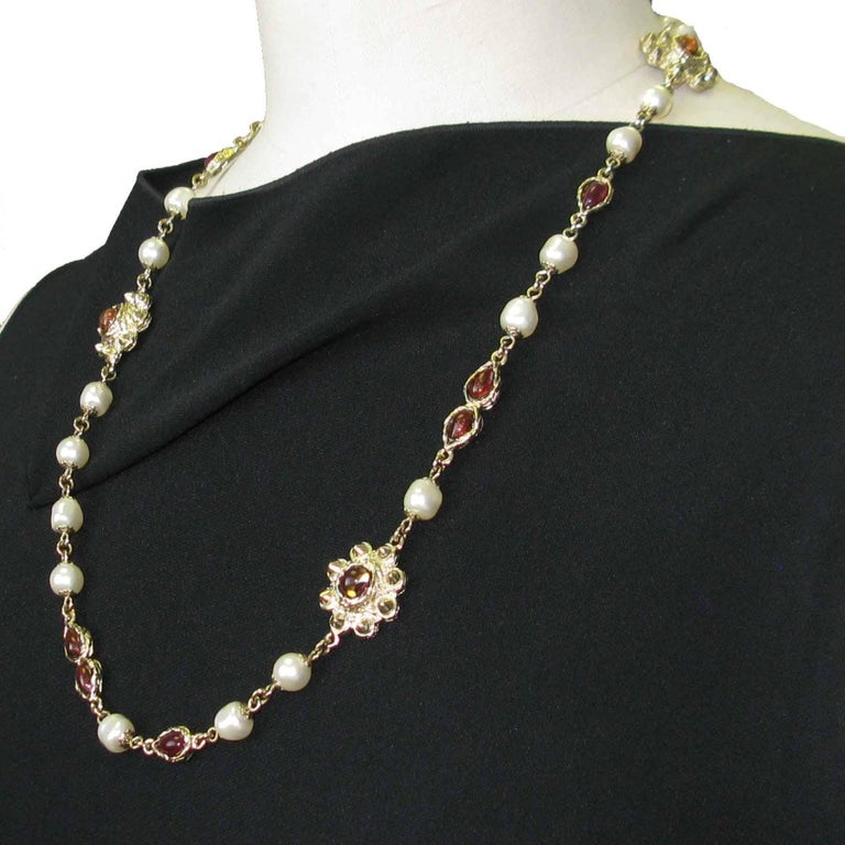 Chanel Necklace in Molten Glass and Gilt Metal For Sale 2