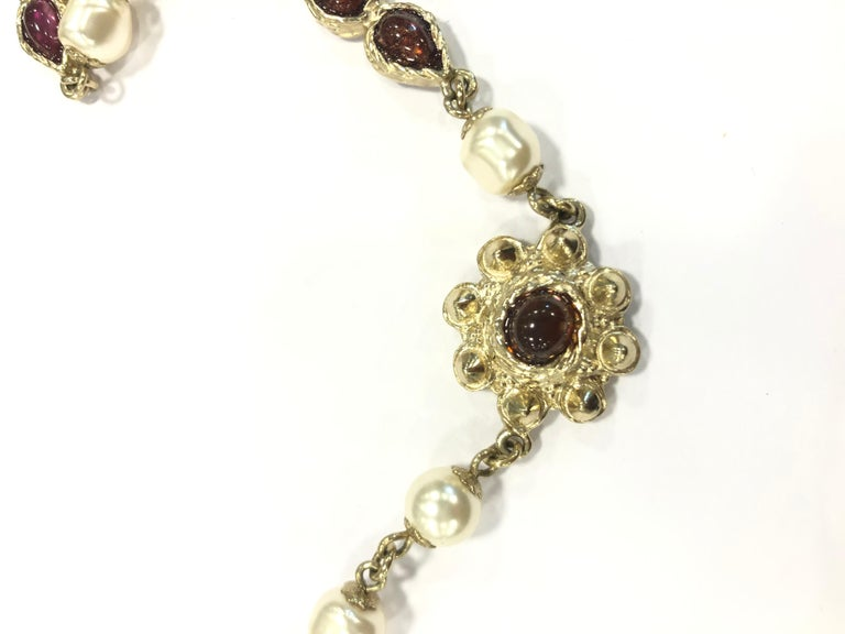 Chanel Necklace in Molten Glass and Gilt Metal For Sale 3