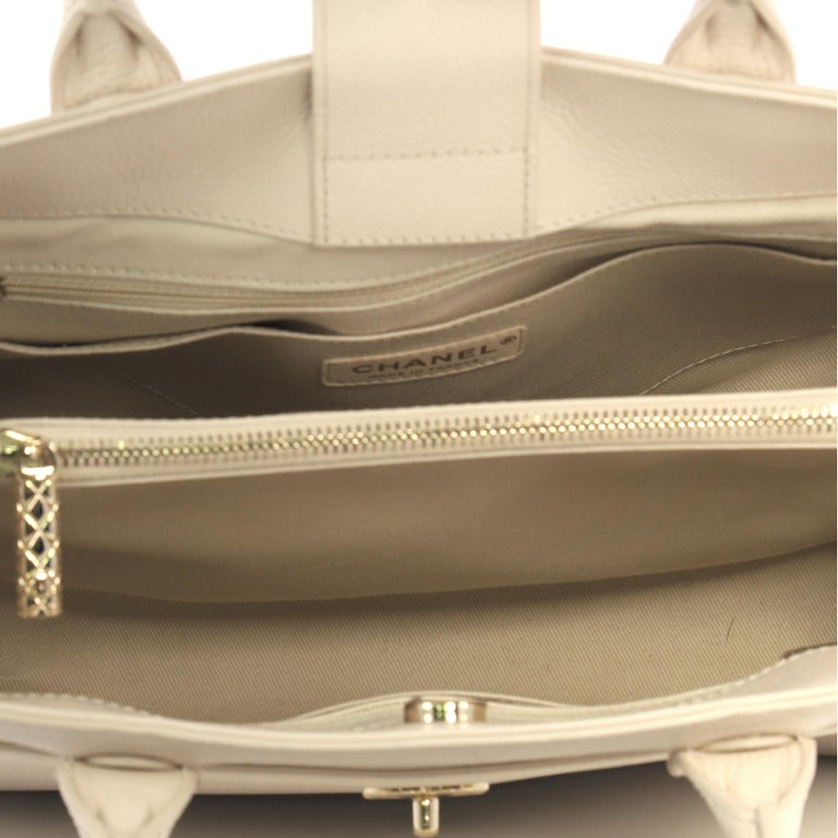 Chanel Neo Executive Tote Grained Calfskin Small 1