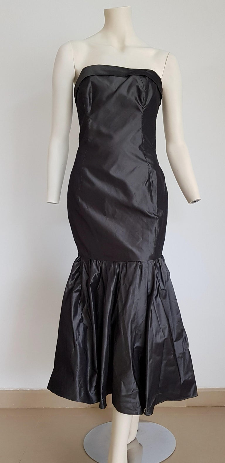 CHANEL Haute Couture strapless dark grey anthracite Silk gown - Unworn.  SIZE: equivalent to about Small / Medium, please review approx measurements as follows in cm: lenght 105, chest underarm to underarm 49 , bust circumference 88, waist