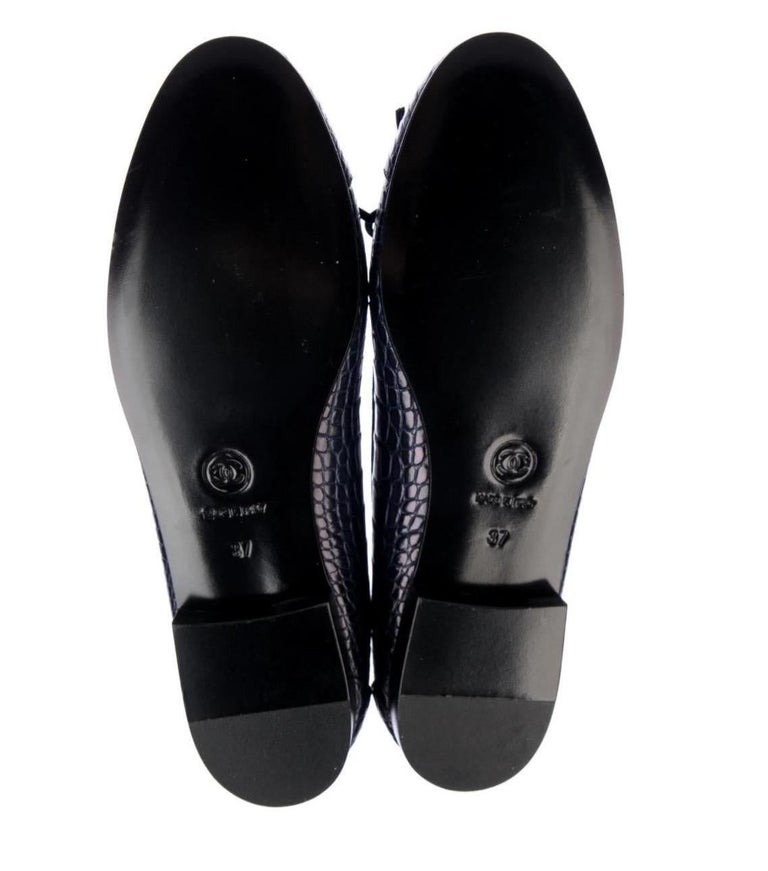 Women's Chanel NEW Navy Blue Alligator Exotic CC Logo Bow Ballerina Flats Shoes For Sale