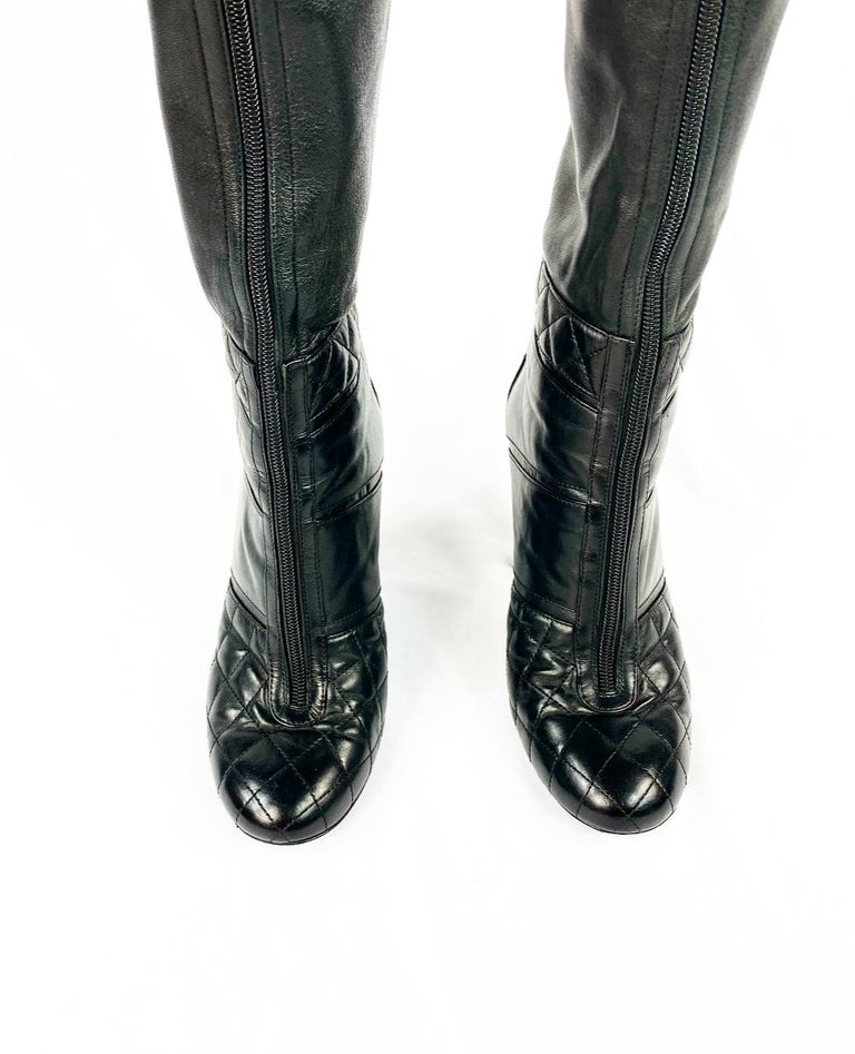 CHANEL Noir Black Quilted Leather Over Knee High Heel Front Zip Boots Size 39 In Excellent Condition For Sale In  Beverly Hills, CA