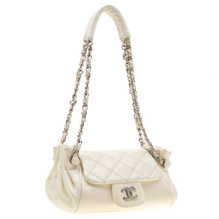 Chanel Off White Leather CC Accordion Flap Shoulder Bag In Good Condition For Sale In Dubai, Al Qouz 2