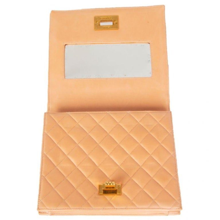 Women's CHANEL pale nude quilted leather VINTAGE Flap Bag For Sale