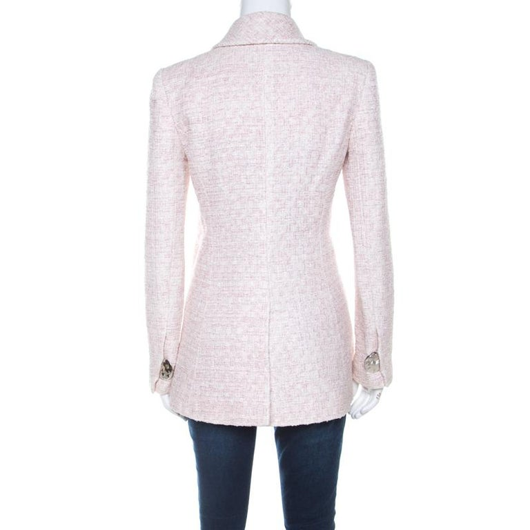 Chanel's tweed coats are a dream asset in the closet of any fashion-lover. Here's one just for you. This pale pink creation comes made using the finest materials with stylish details like the front pockets, lurex inserts, and front hooks. This long