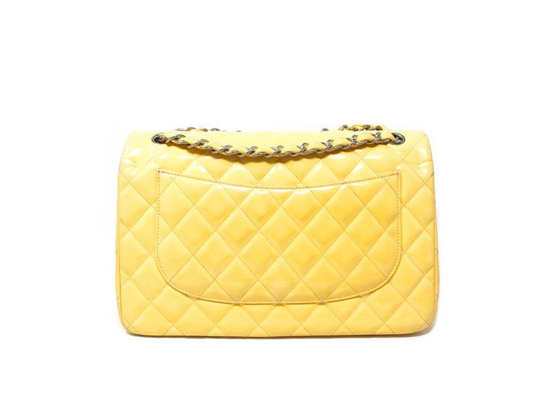Chanel Paris Jumbo Timeless Bag  In yellow patent leather Hdw and silver chain Interior in double flap leather Year of production 2014 Dust bag and original invoice, no card Good condition It shows slight signs of wear on the paint, Dimensions 30.0