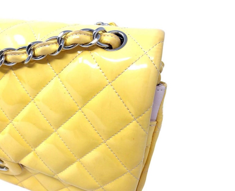 Women's or Men's CHANEL PARIS Classic Jumbo bag patent leather Yellow 2014 For Sale