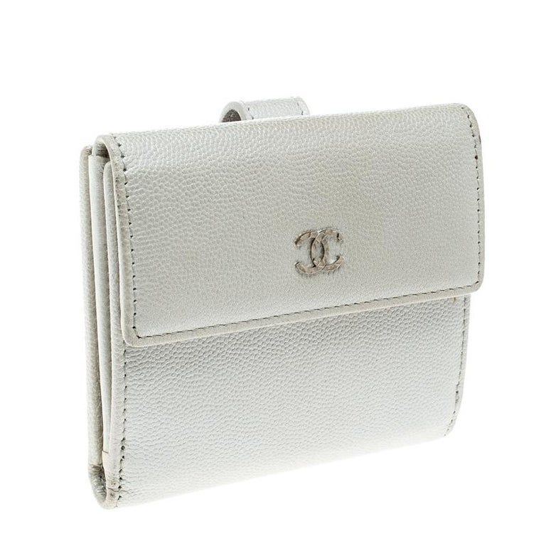 Leather wallets are a true sign of style and reliability. This high-quality leather wallet from Chanel features a pebbled pearl white exterior and CC motif accented on the front flap. The compact wallet has multiple card slots, open compartments to