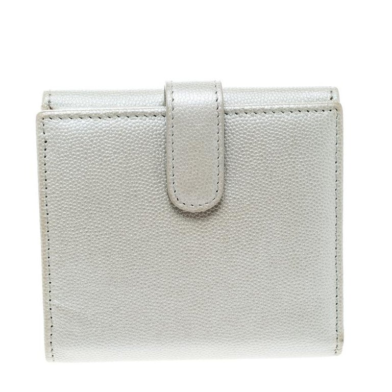 Gray Chanel Pearl White Pebbled Leather Compact Wallet For Sale