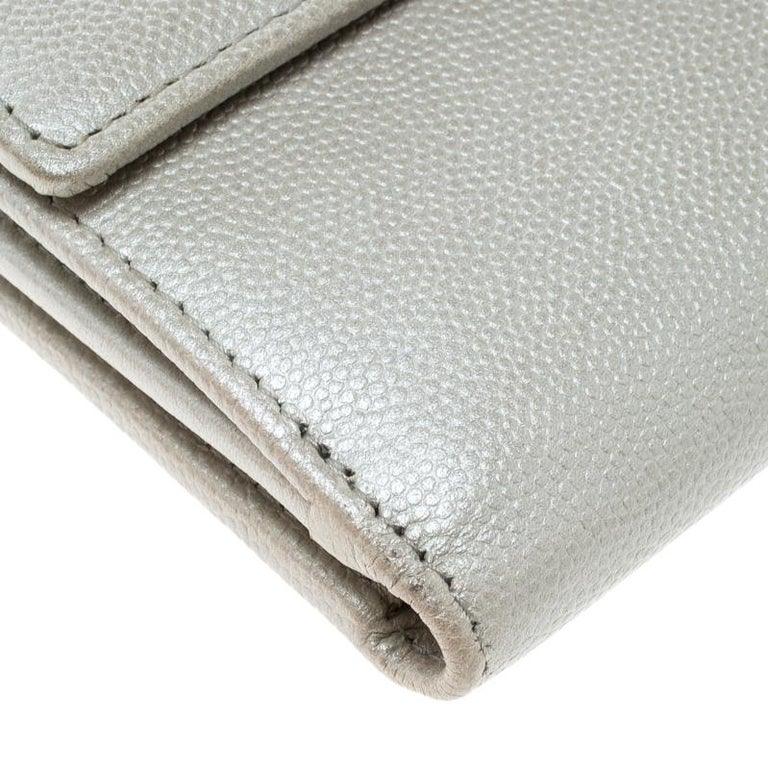 Chanel Pearl White Pebbled Leather Compact Wallet For Sale 3