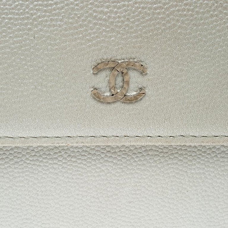 Chanel Pearl White Pebbled Leather Compact Wallet For Sale 4