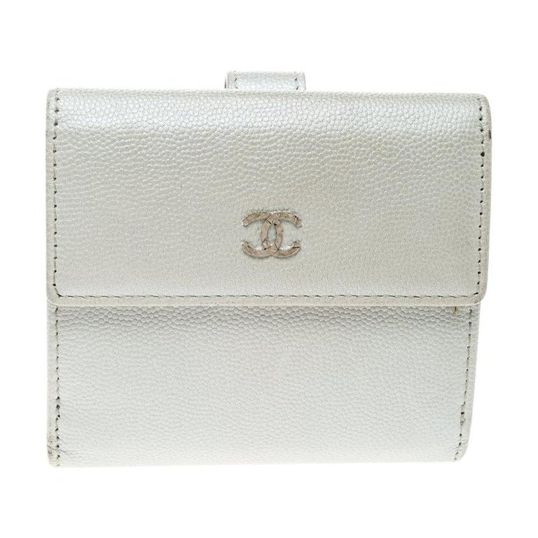 Chanel Pearl White Pebbled Leather Compact Wallet For Sale